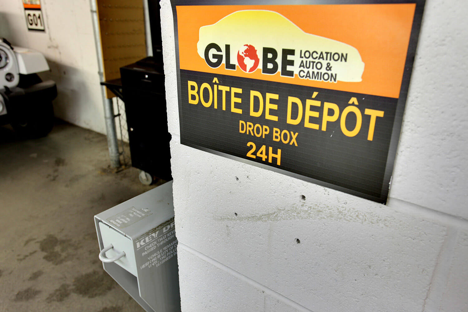 Downtown Montreal - Atwater (The Forum)   Globe Car & Truck